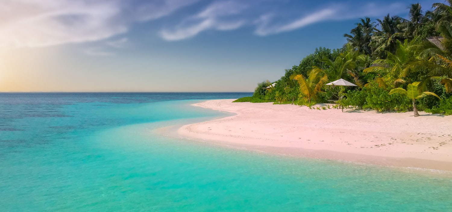 Bahamas yacht charter itinerary. The white sandy beaches and crystal blue waters of the Bahamas are as famed on a yacht charter and the thick vegetation of palm trees
