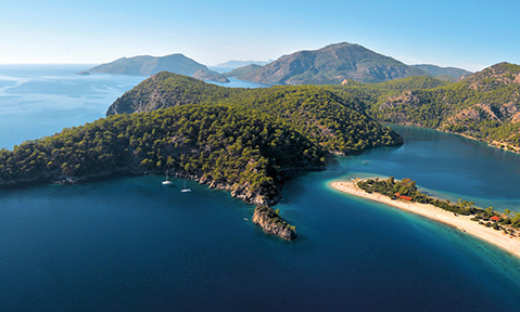 A Fethiye yacht charter takes you to blue bays like the Oludeniz's lagoon