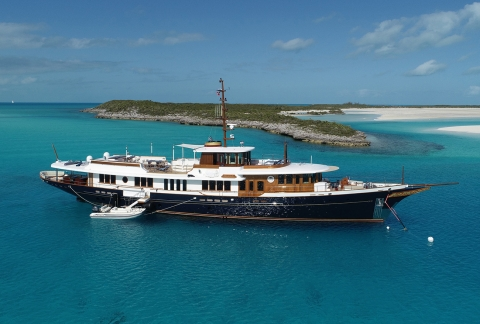 Superyachts For Sale >> Luxury Yachts For Sale Discover The Fraser Fleet