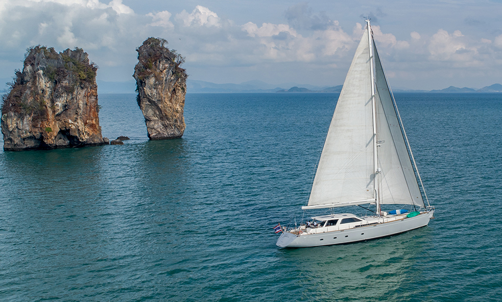 Sailing Yacht SILVERLINING Joins Fraser Charter Fleet